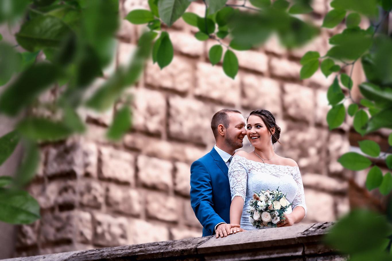 Menyasszony és vőlegény esküvői fotózása a Városligetben