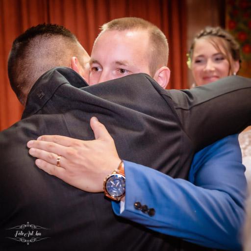 A Vőlegény és Az Esküvői Tanúja