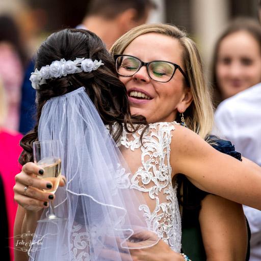 Vendég Gratulál A Menyasszonynak