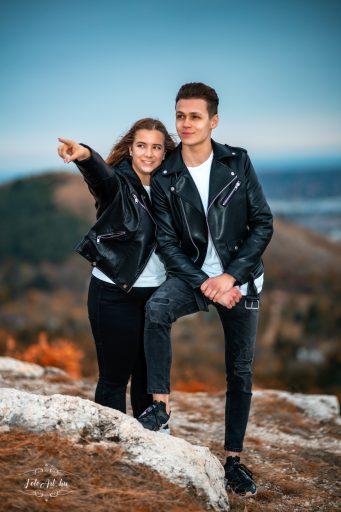Fiatal pár - jegyesfotózás
