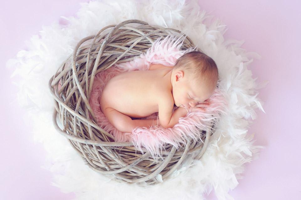 Újszülött alszik