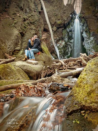 Jegyespár vízesésnél - Jegyes fotózás