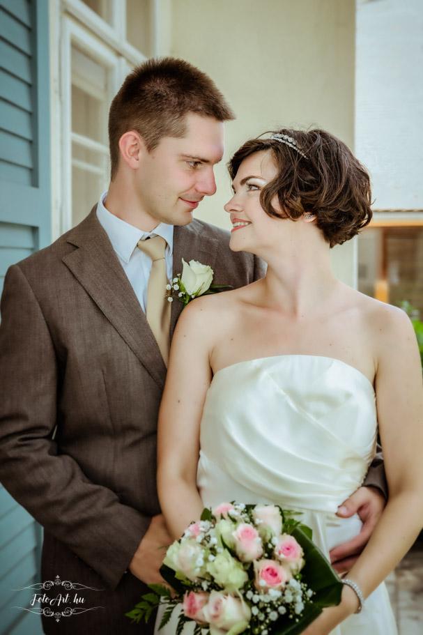 Pár Egymásra Néz - Esküvő Fotózás Barabás Villa