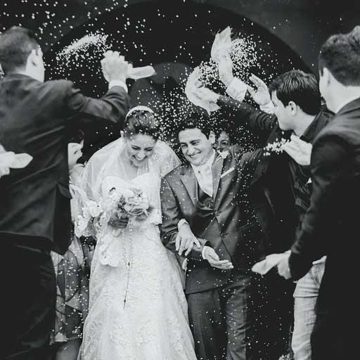 Rizsszórás Esküvőn - Esküvői Fotós