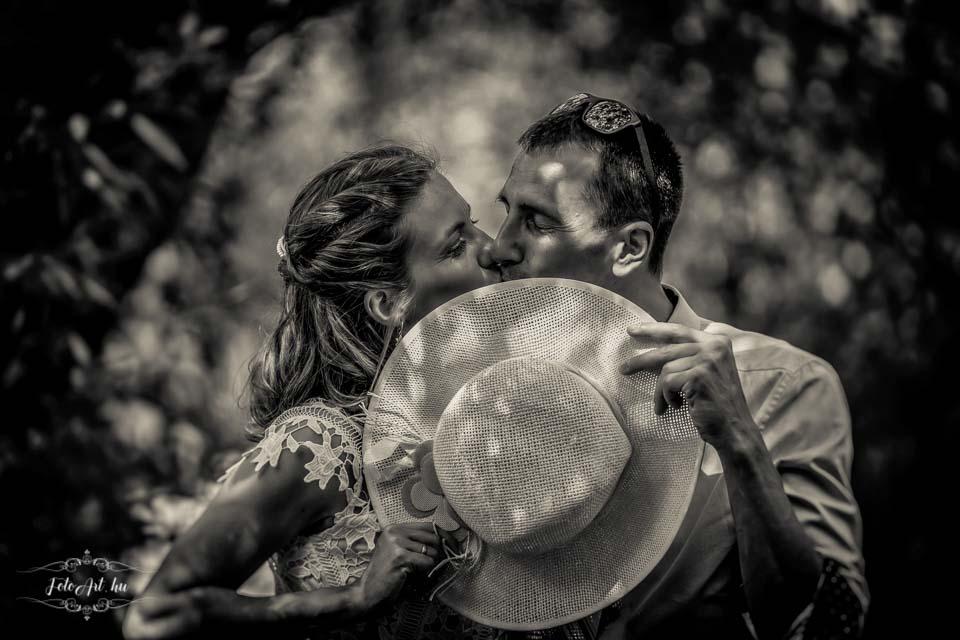 Csók és kalap