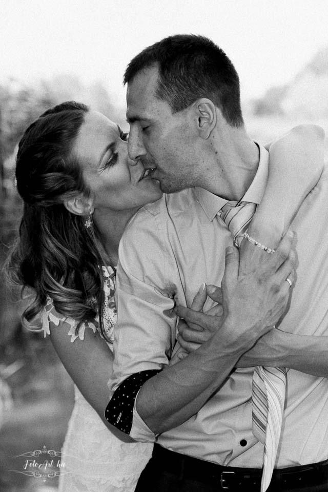 Fiatal pár csókja