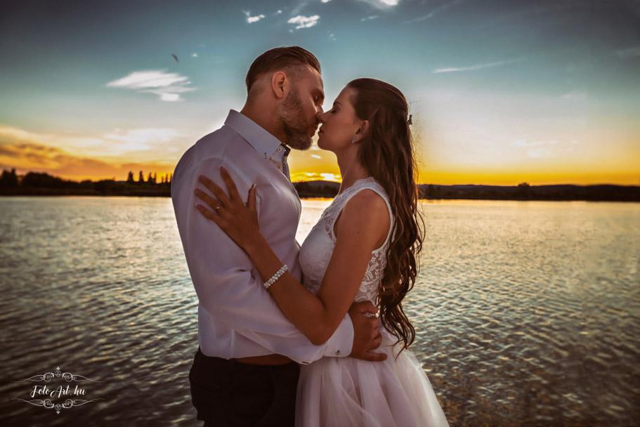 Csók Naplementében - Esküvői Fotózás, Esküvői Fotós - Esküvő Fotózás Tihanyban