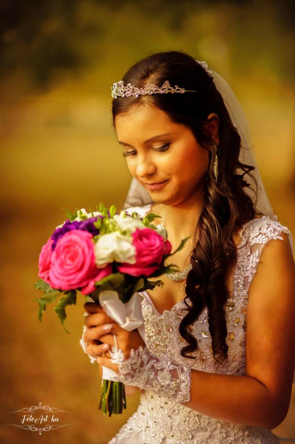 Menyasszony Csokorral - Esküvő Tamás Tanya