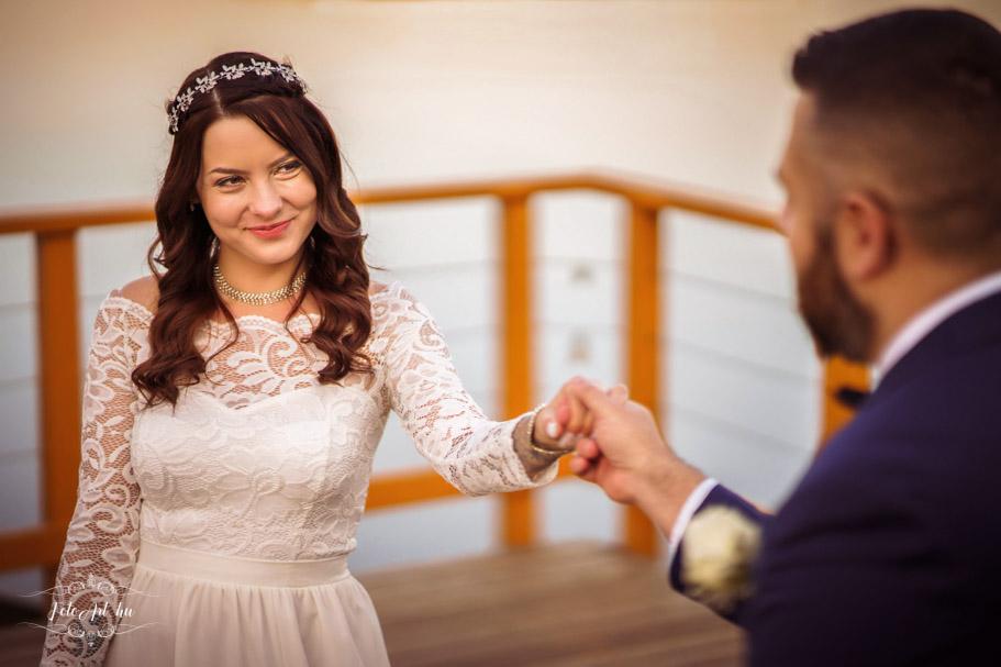 Menyasszony és Vőlegény Naplás-tónál Esküvői Fotózás Budapest 16. Kerület